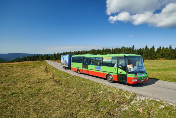 Turisté! Krkonošské cyklobusy se rozjedou v Krkonoších a v jejich podhůří již po sedmnácté