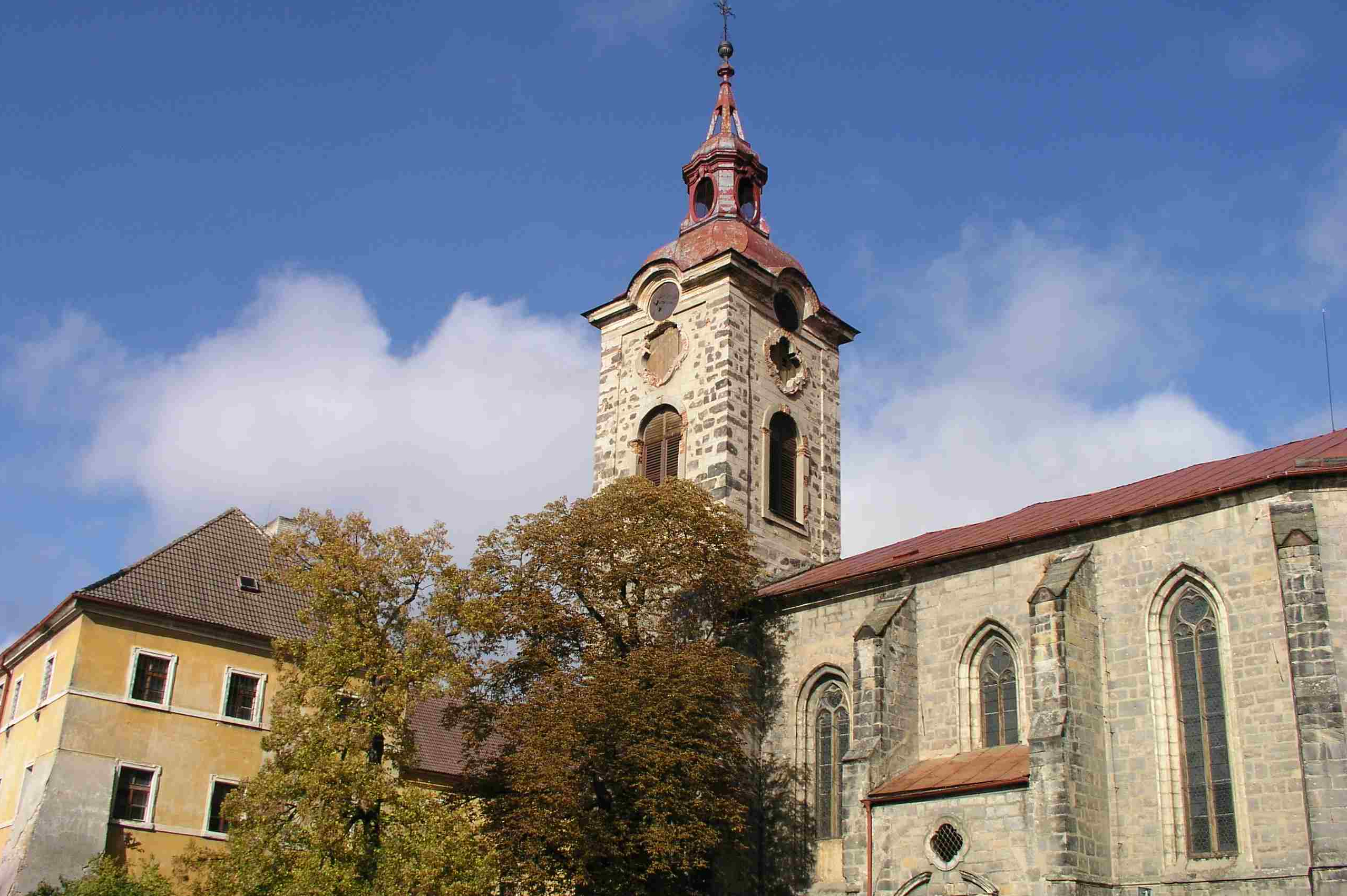 Kostel sv. Ignáce v Jičíně potřebuje opravit střechu